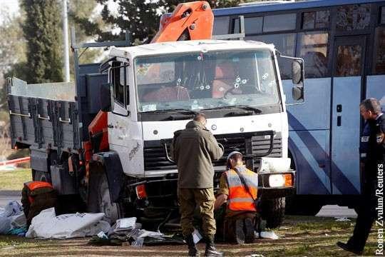 Израильских военных задавили на выходе из автобуса. Подробности
