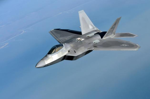 Почему США отказались от истребителя F-22 «Раптор»?