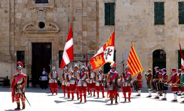 Глава Мальтийского ордена вступил в борьбу с папой Франциском?