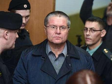 Суд арестовал больше миллиона долларов на счетах Алексея Улюкаева