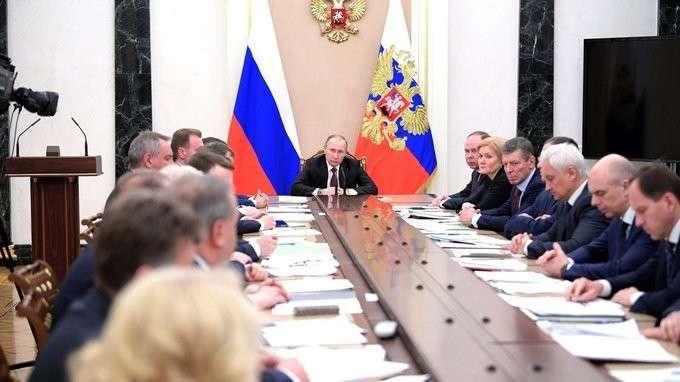 Владимир Путин обсудил с Правительством задачи социально-экономического развития России на 2017 год