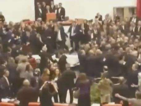 Турецкие депутаты устроили массовое побоище из-за конституционной реформы