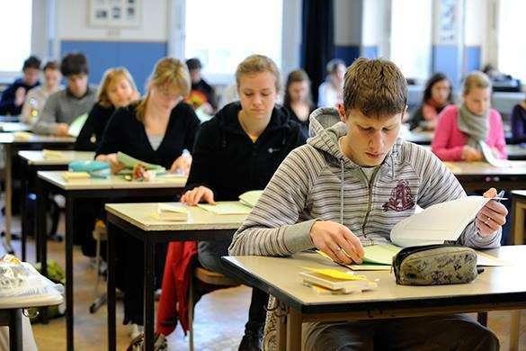Школы ДНР полностью переходят на русский язык. Школьники не хотят сдавать экзамены на украинском