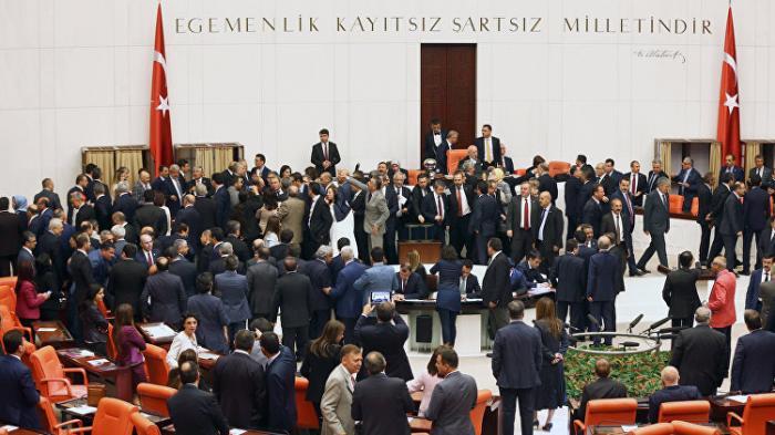 Парламент Турции одобрил в первом чтении изменения в Конституцию