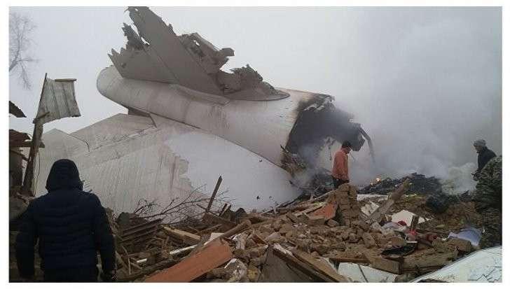 При крушении самолета в Киргизии погибли более 30 человек