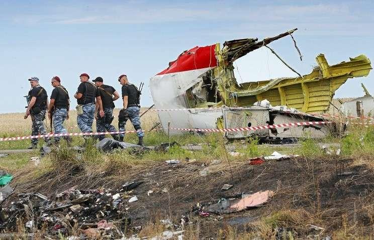 На месте крушения Boeing 777 около села Грабово Донецкой области