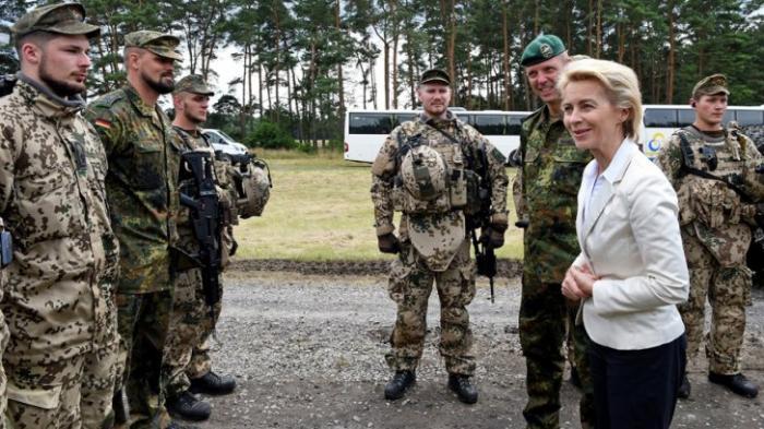 В Германии сексуальное просвещение добралось до армии. Министр лично просвещает