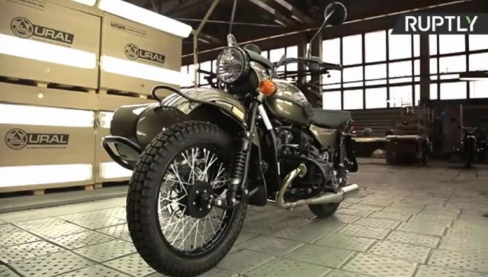 В США начали продавать мотоциклы «Урал» с бутылкой водки в комплекте