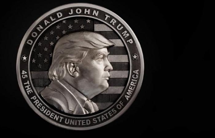 Уральские оружейники выпустили килограммовую серебряную монету-медаль с изображением Трампа
