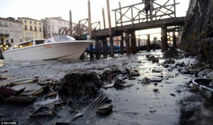 Сказочная Венеция: вода ушла - фекалии остались, европейская реальность