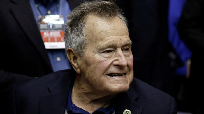 Джордж Буш стараший при смерти: Дожил до краха своего Нового Мирового Порядка