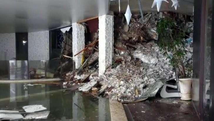 В Италии из заваленного лавиной отеля извлекли тело первого погибшего