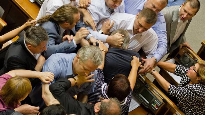 Разбор полётов: Монсон об основных ошибках украинских депутатов при драках в Раде