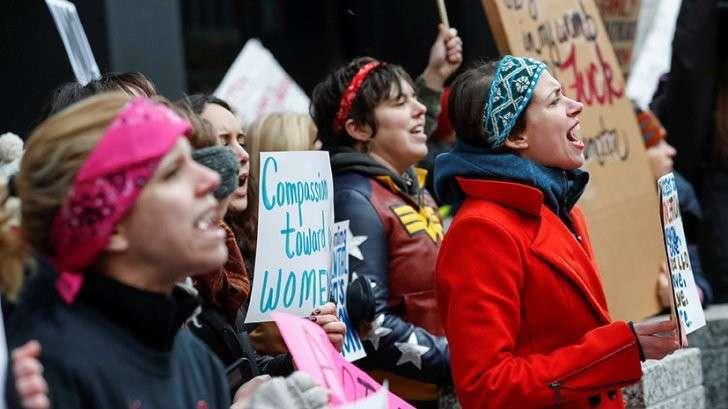 Феминистки идут: сотни тысяч активисток со всего мира готовятся к маршу против Дональда Трампа