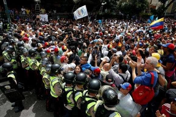 В Венесуэле уже все признаки подготовки очередной «цветной революции»