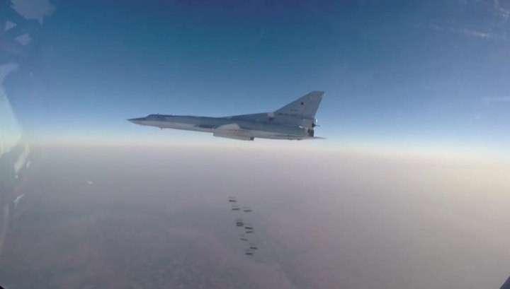 Шесть бомбардировщиков Ту-22 в Сирии разбомбили бронетехнику, склады и боевиков