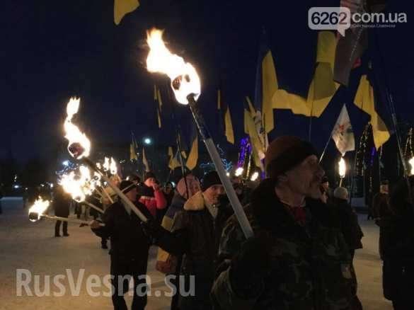 Факельное шествие в Славянске провела кучка заезжих гастролеров-русофобов | Русская весна