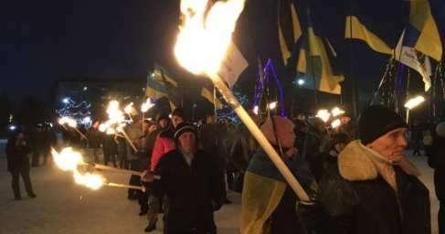 Факельное шествие в Славянске провела кучка заезжих гастролеров-русофобов