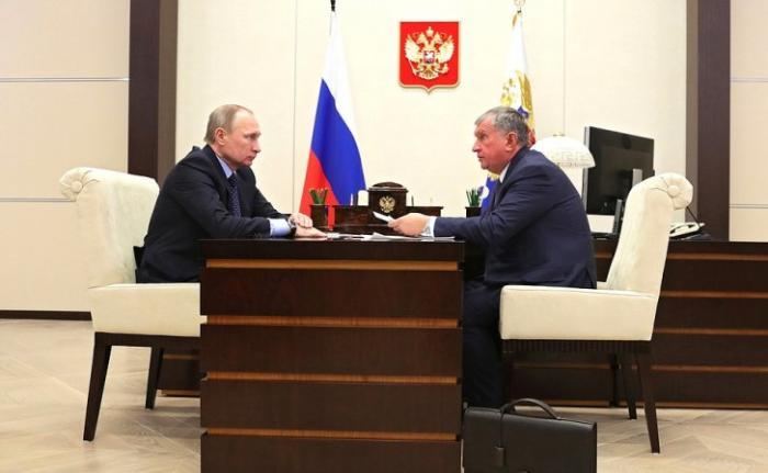 Игорь Сечин информировал Владимира Путина об итогах работы компании «Роснефть» за 2016 год.