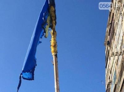 В Кривом Роге систематически жгут флаги Украины и разрушают могилы «героев АТО»
