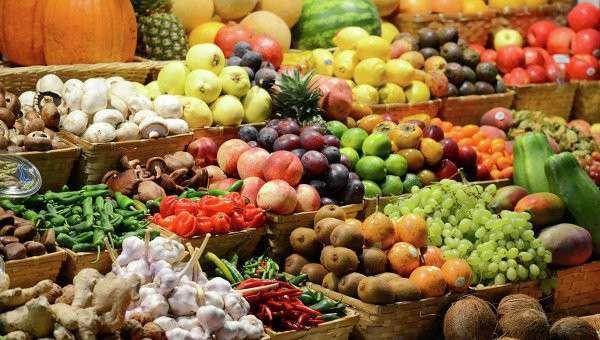 Прилавок с фруктами, архивное фото