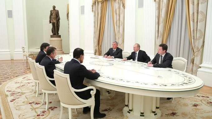 Владимир Путин встретился с представителями деловых кругов по вопросам нефтяной компании «Роснефть»