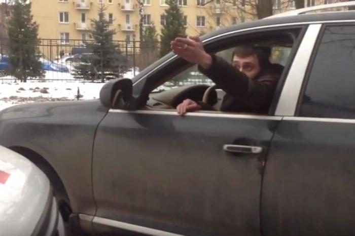В Петербурге Автохам перегородил движение для «скорой» с пациентом в салоне