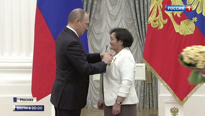 Владимир Путин наградил лучших военных, ученых, артистов, предпринимателей и обычных рабочих