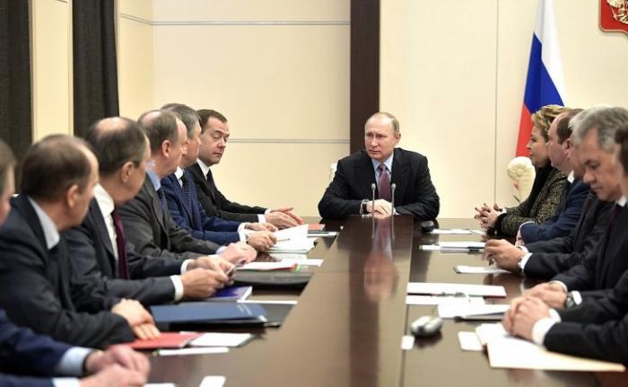 Владимир Путин провёл совещание с постоянными членами Совета Безопасности России
