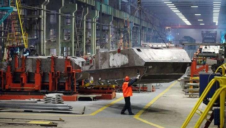 Производство в России увеличивает обороты, а в мире снижает