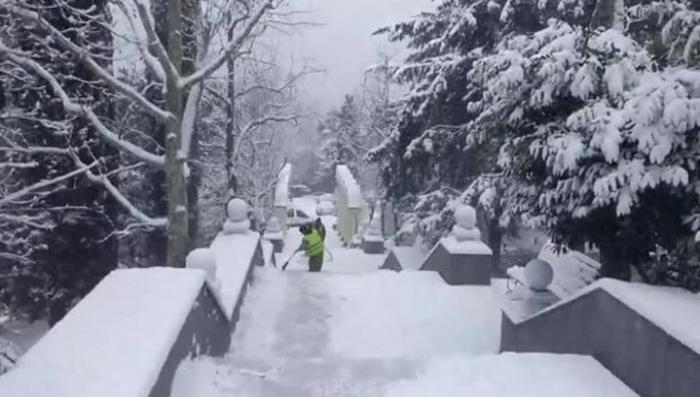 Крым накрыли сильнейшие снегопады впервые за пять лет