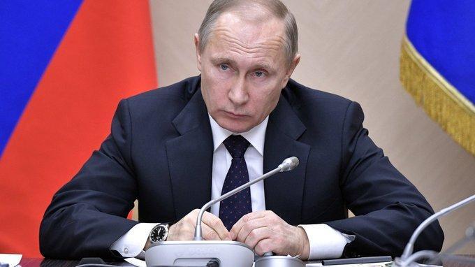 Владимир Путин провел совещание счленами Правительства