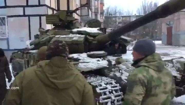Авдеевка: По жилым кварталам движутся танки карателей