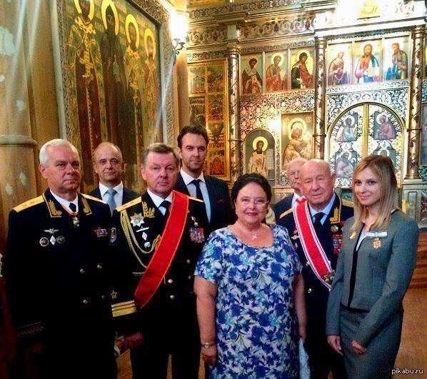 Игра престолов: клан Романовых идёт, нам монархию несёт