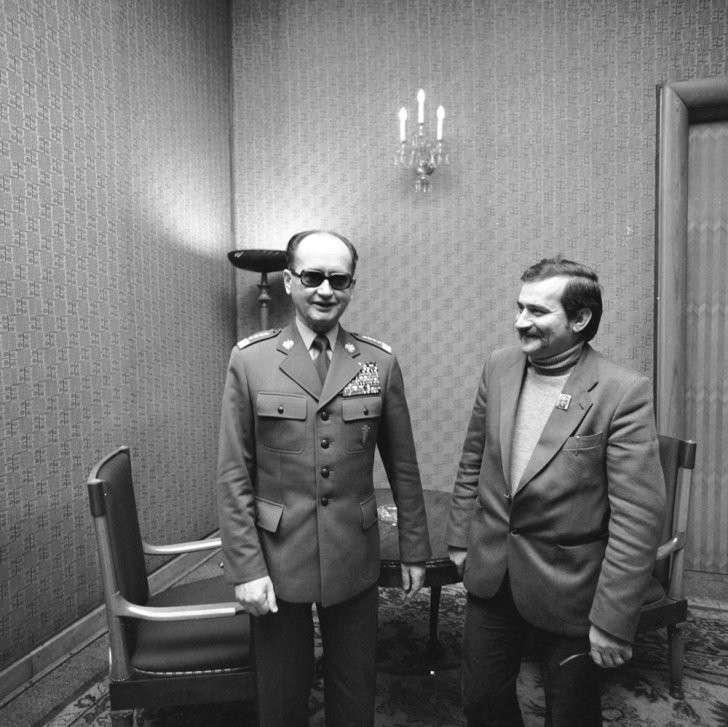 Как Рейган и Тэтчер за Польшу мстили: санкции Запада против СССР о которых мы не знаем