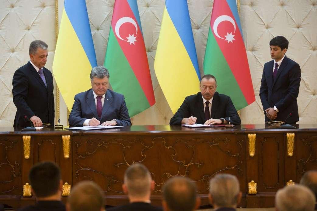 Украина теперь будет выкупать обратно свою же военную технику у Азербайджана