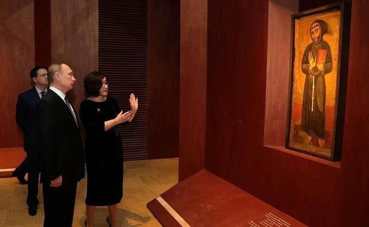 Вовремя посещения Третьяковской галереи. Сгенеральным директором Государственной Третьяковской галереи Зельфирой Трегуловой.