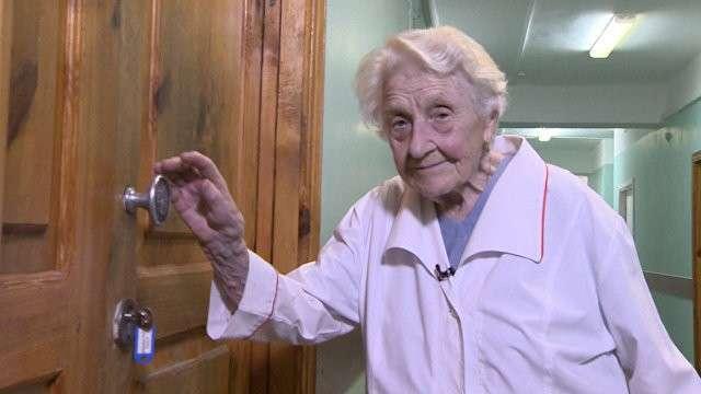 Алла Левушкина из Рязани – старейший хирург в мире, более 10 тысяч операций и 68 лет стажа