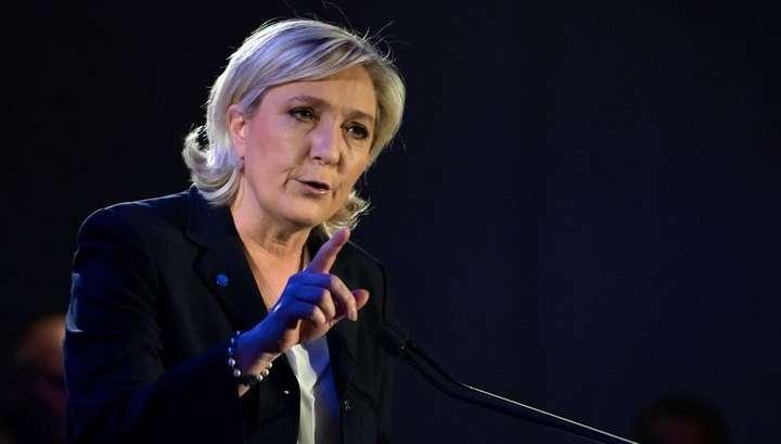 Марин Ле Пен пообещала вывести Францию из еврозоны в случае победы на выборах