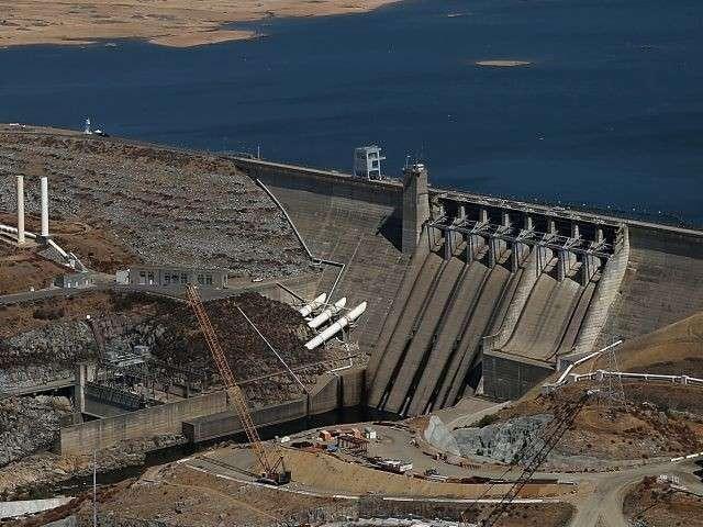 Разрушение крупнейшей плотины в Калифорнии: новые кадры с воздуха. Прямая трансляция