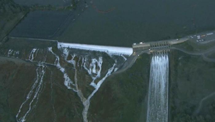 Прорыв плотины в Калифорнии поднимет восьмиметровую волну