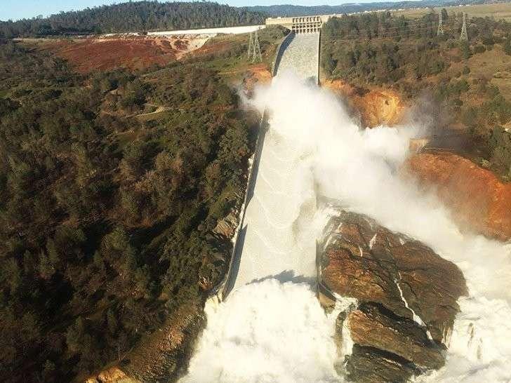 Прорыв плотины в Калифорнии: Проливные дожди могут спровоцировать катастрофу