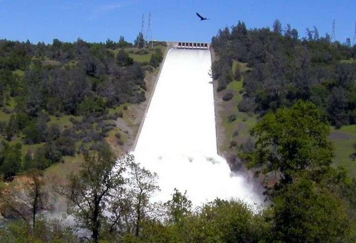Прорыв плотины в США: почему дамба в Калифорнии чуть не разрушилась