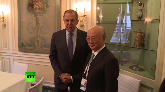 Сергей Лавров перед встречей с генсеком МАГАТЭ проверил кабинет на предмет «прослушки»