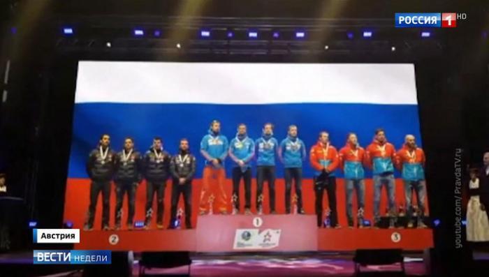 На ЧМ по биатлону включили не тот гимн, но россияне не растерялись и самостоятельно спели правильный