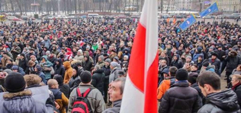 Заигрывающий с антирусскими силами Лукашенко способствует своему свержению