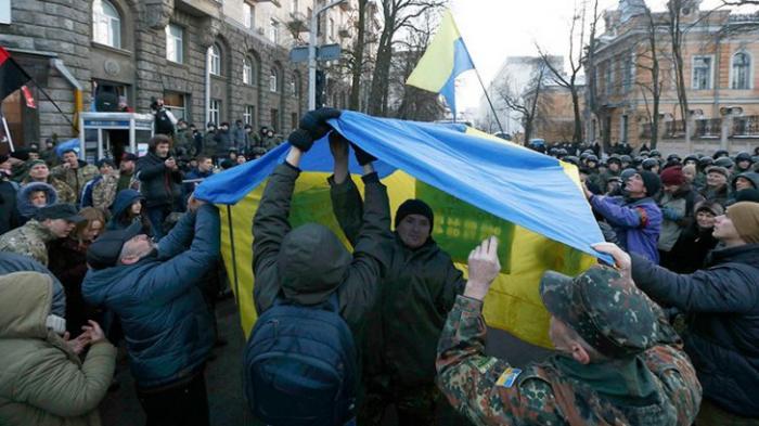 Блокада Донбасса в Киеве: массовый митинг напомнил о майдане