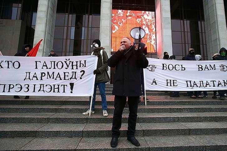На улицы столицы Беларуси вышли до пяти тысяч человек. Фото: REUTERS