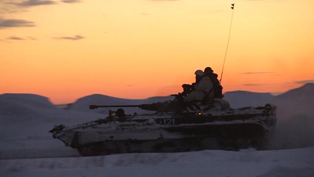 Атака и маневры в темноте – тактика ночного боя на учениях российских военных