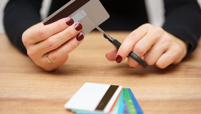 Лимит исчерпан: объём рынка кредитных карт РФ рекордно низок